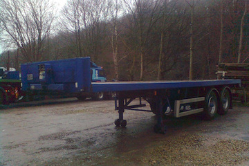 28ft/8.5m Tandem axle flatbed 15t payload for tight access.