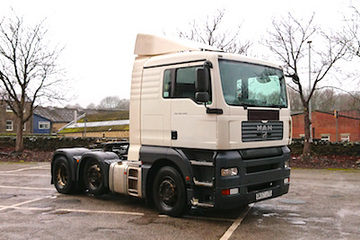 EDS Haulage - 44t artic with mid lift axle.