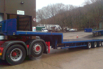 42ft/13m Triaxle step flatbed 24t payload converts to a truss trailer.